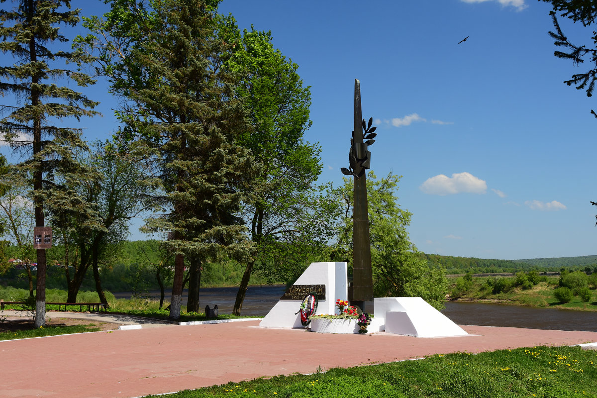 Памятник погибшим тарусянам (Таруса)