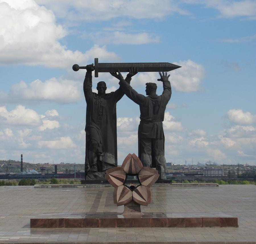Памятник «Тыл— фронту» (Магнитогорск)