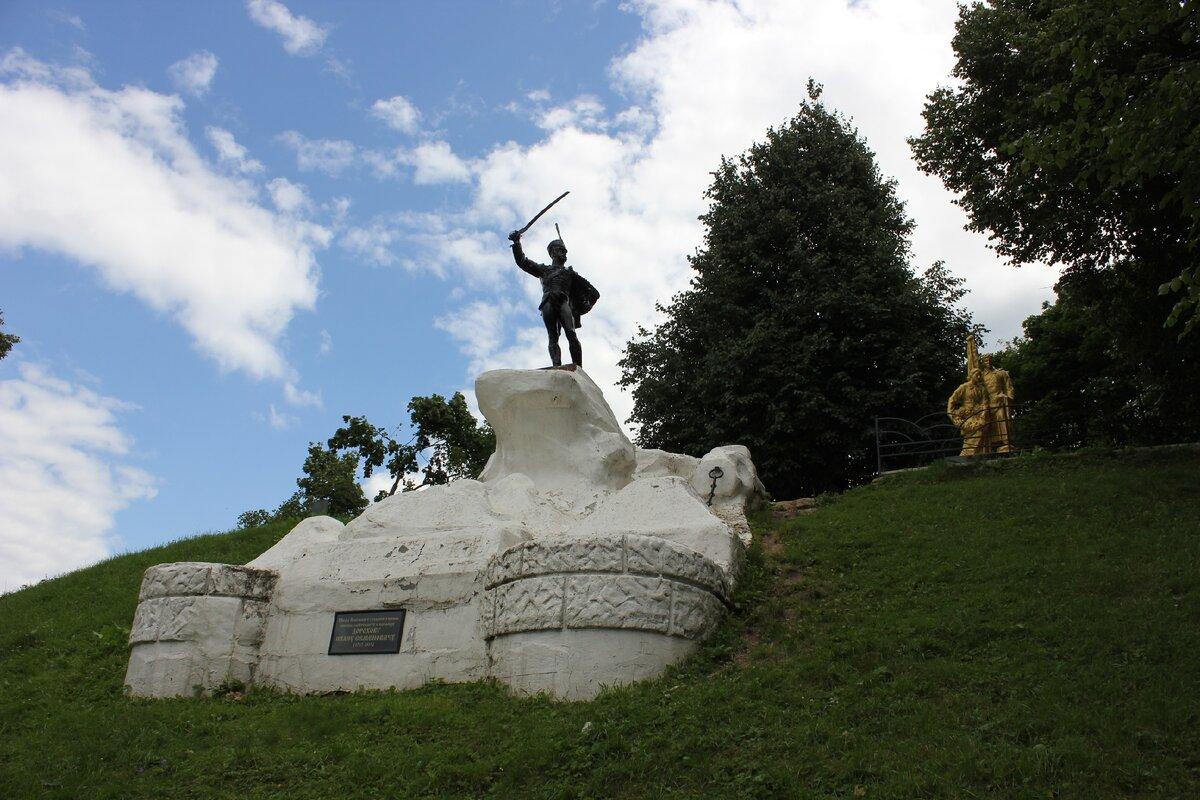 Памятник И. С. Дорохову (Верея)