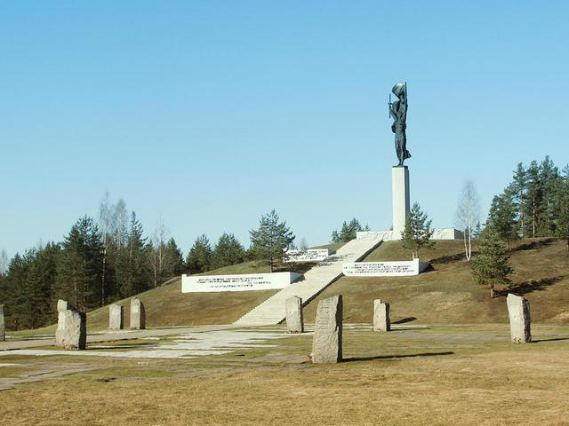Мемориальный комплекс партизанской славы «Хованщина» (Ивацевичи)