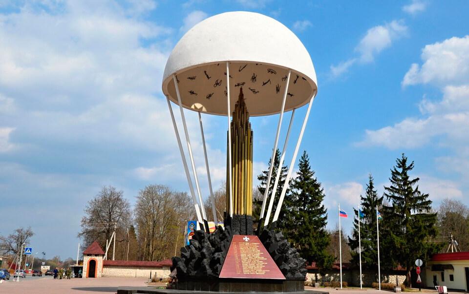 Памятник десантникам (Псков)