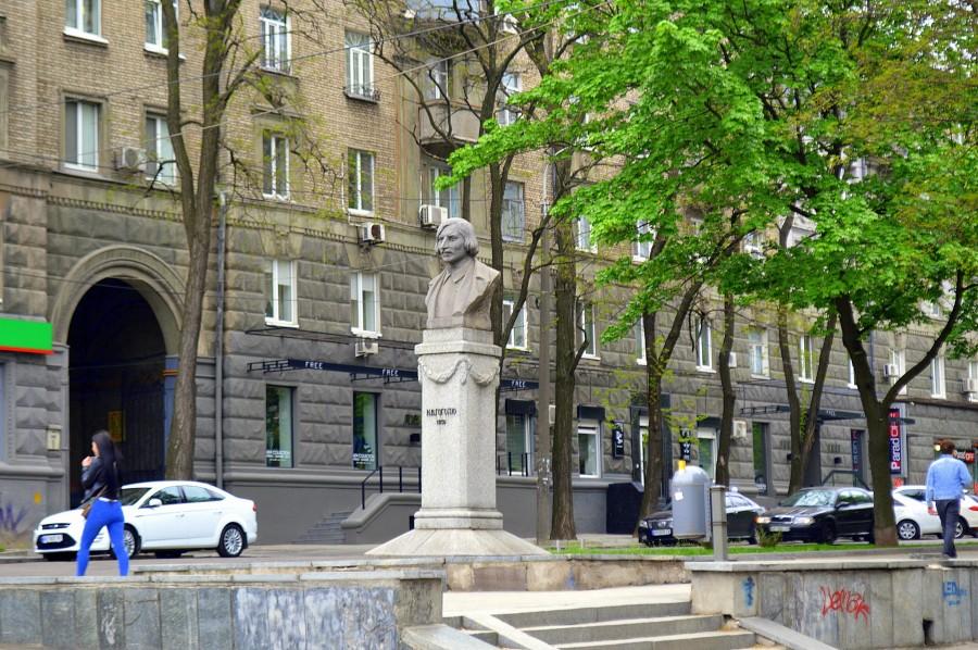 Памятник Гоголю (Днепр)
