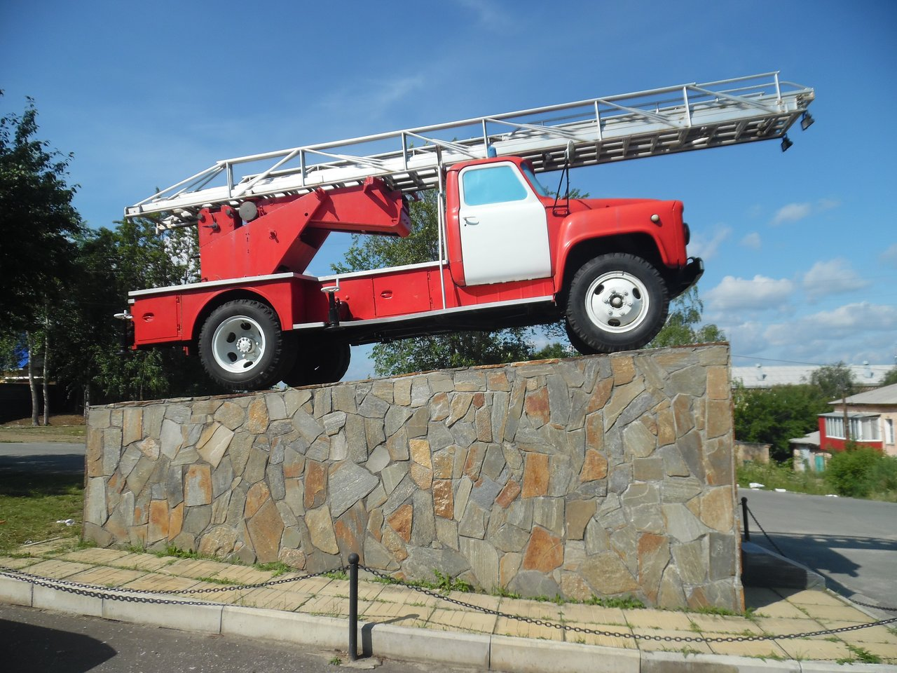 Памятник пожарной машине (Кыштым)