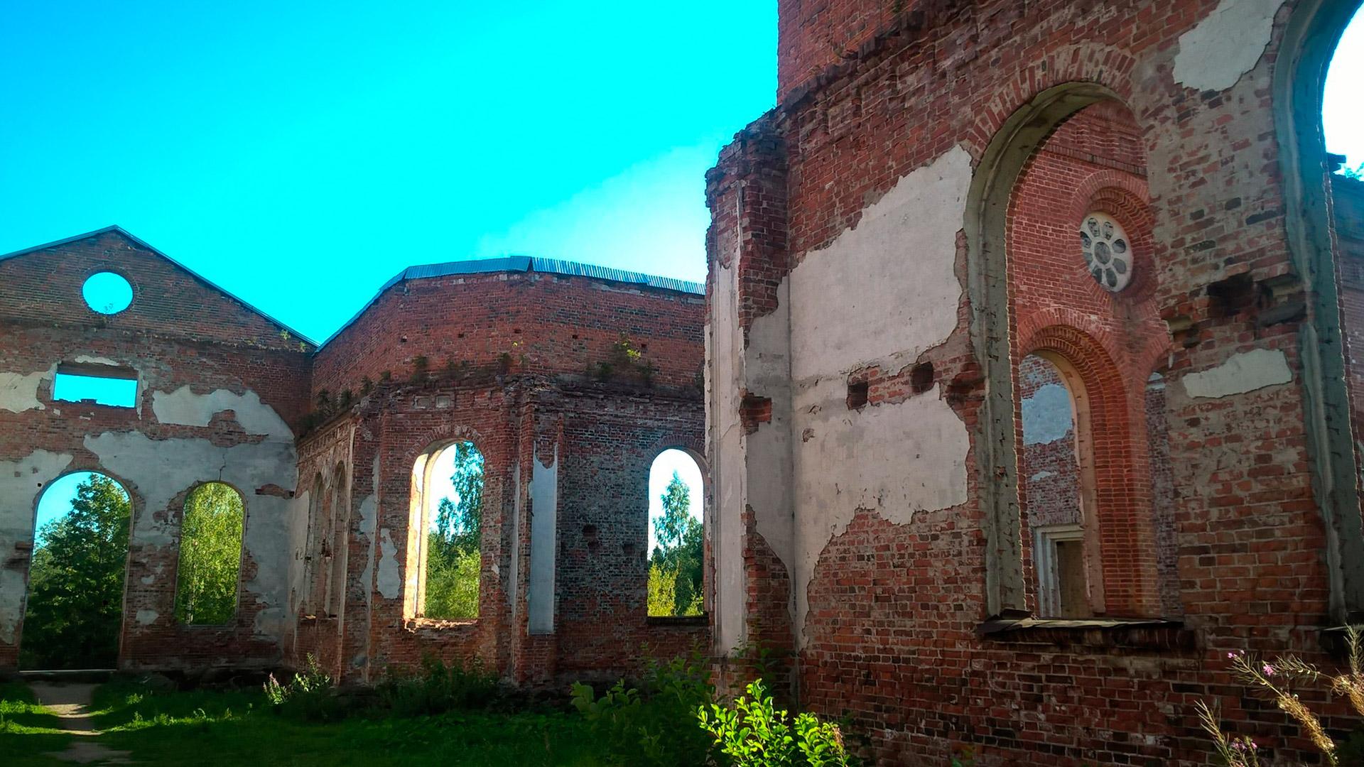 Руины лютеранской церкви прихода Яккима (Лахденпохья)