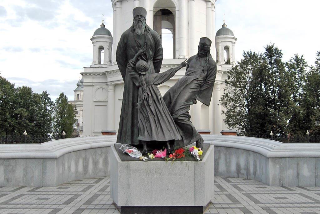 Памятник священнослужителям и мирянам (Шуя)