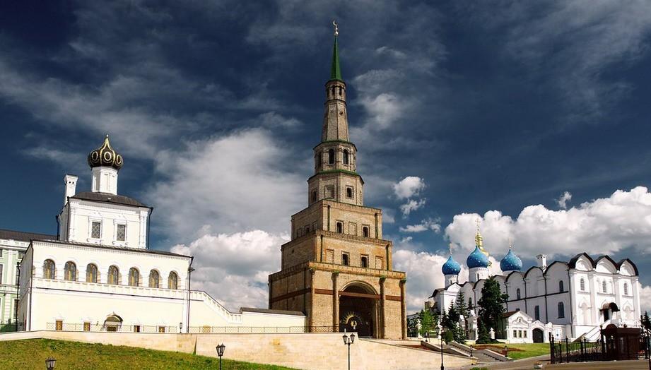 Падающая башня Сююмбике (Казань)