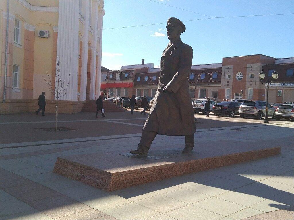 Памятник Ю. А. Гагарину на бульваре Гагарина (Брянск)