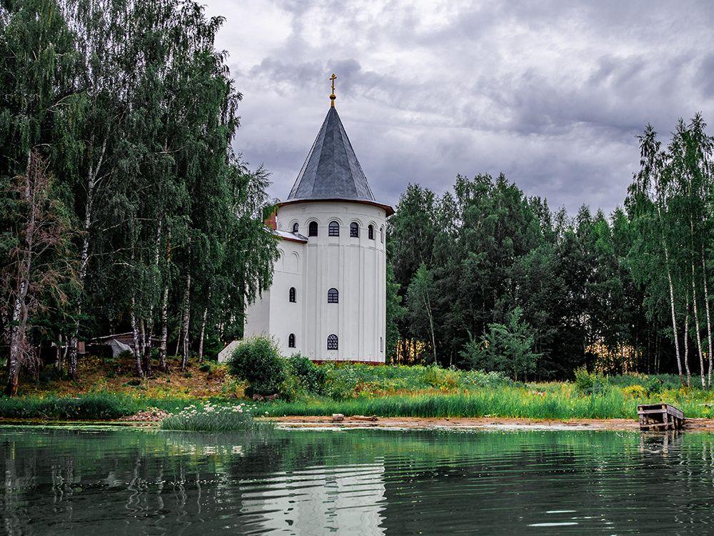 Часовня на месте Троицкого Калязинского монастыря (Калязин)
