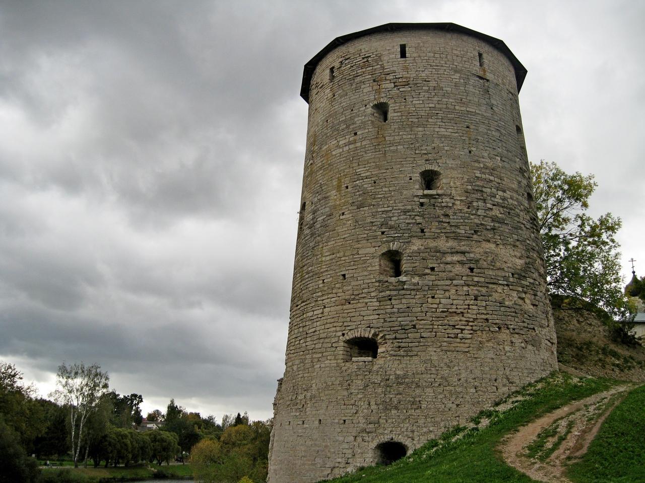 Псковская крепостная стена (Псков)