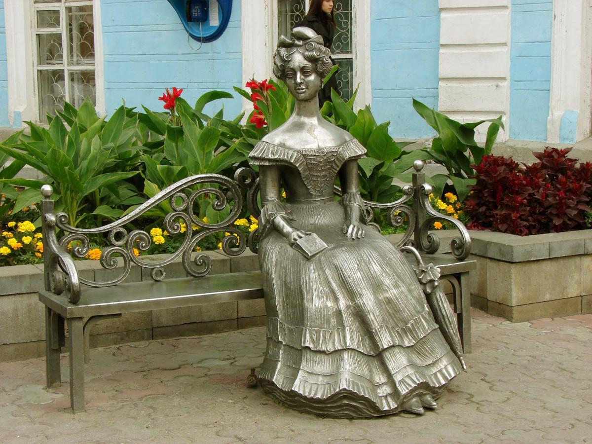 Скульптура «Люба» (Омск)
