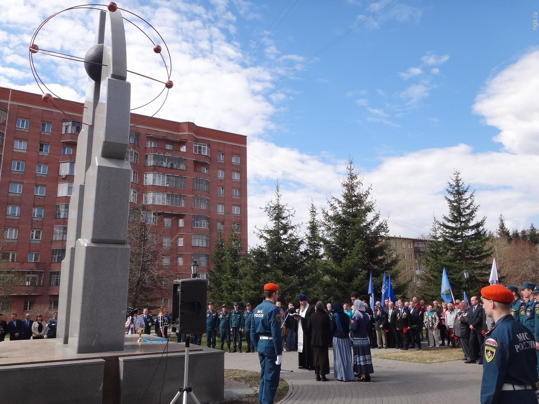 Памятник Покорителям атома (Новосибирск)