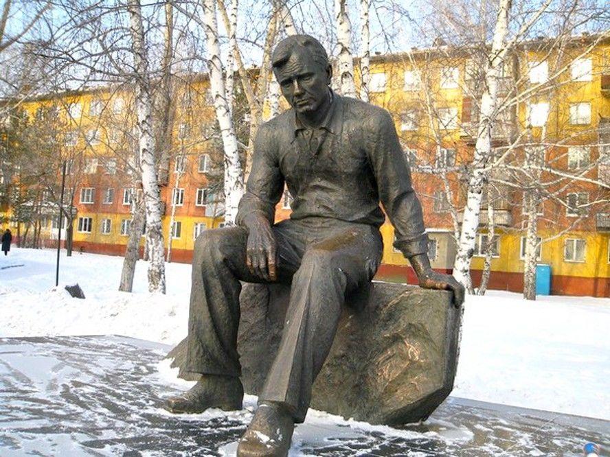 Памятник В. М. Шукшину (Барнаул)