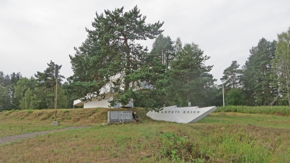 Памятник неизвестному шофёру (Кировск)