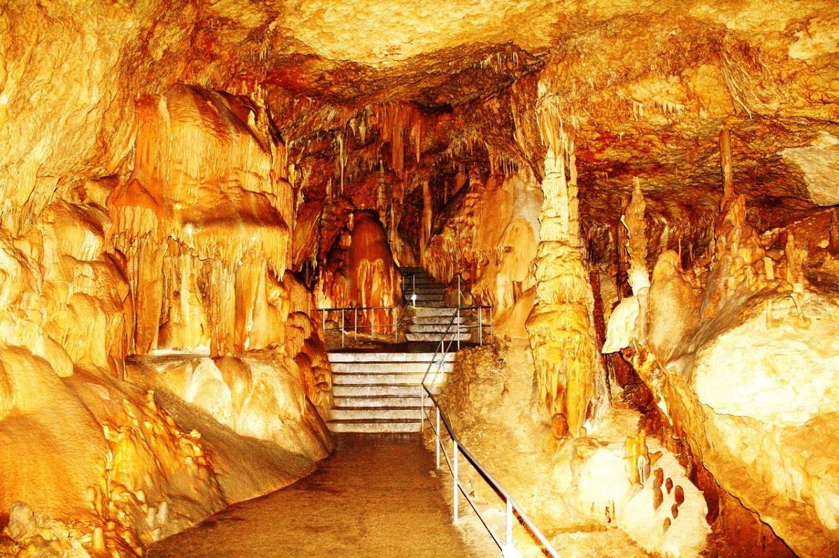 Мраморная пещера (Симферополь)