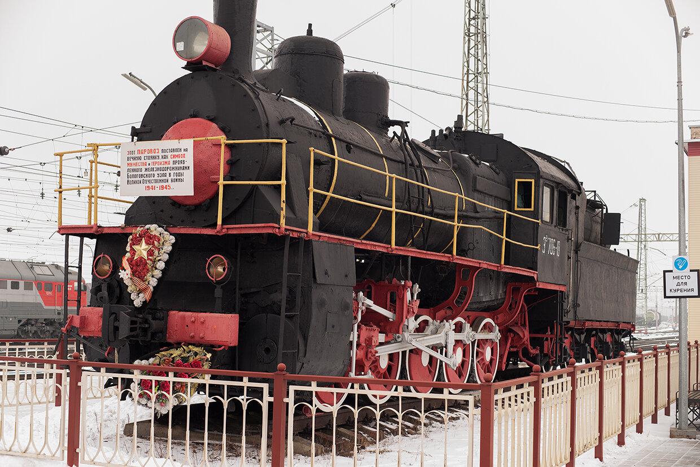 Памятник-паровоз «Эу706-10» (Бологое)