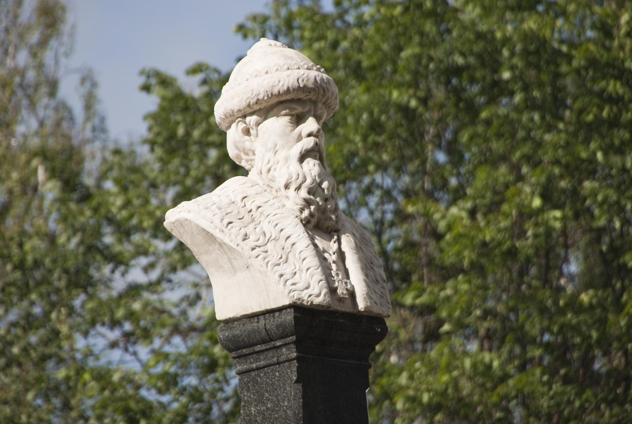 Памятник основателю города Василию I (Плёс)