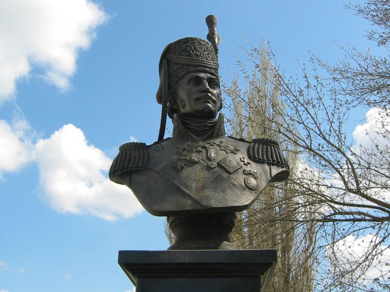 Бюст атамана М. И. Платова (Каменск-Шахтинский)