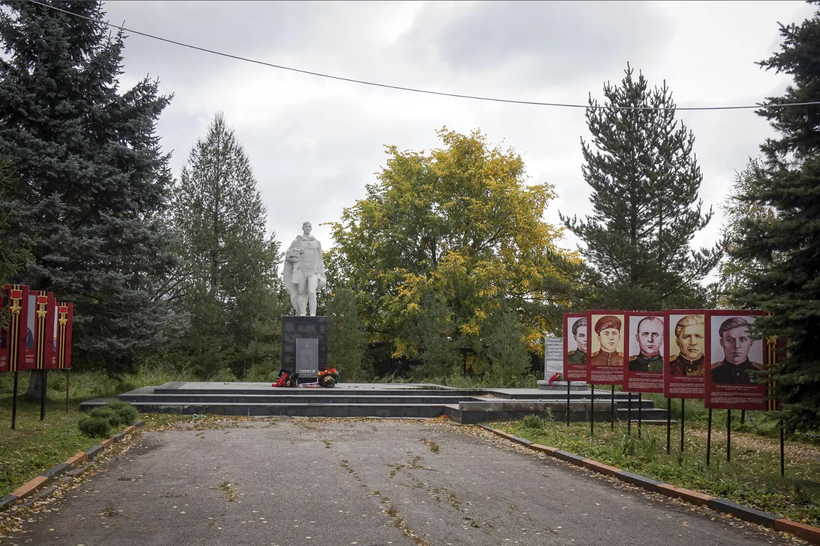 Памятник мантуровскому Алеше (Мантурово)