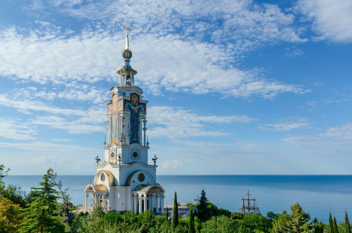 Николаевская церковь-маяк (Крым)