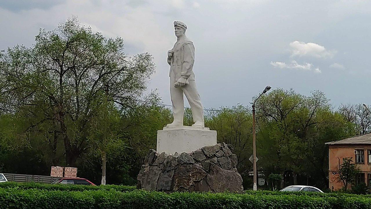 Памятник «Горняк» (Гай)