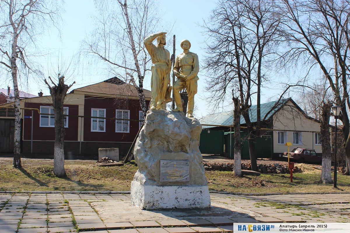 Памятник Героям Боронину и Ветвинскому (Алатырь)
