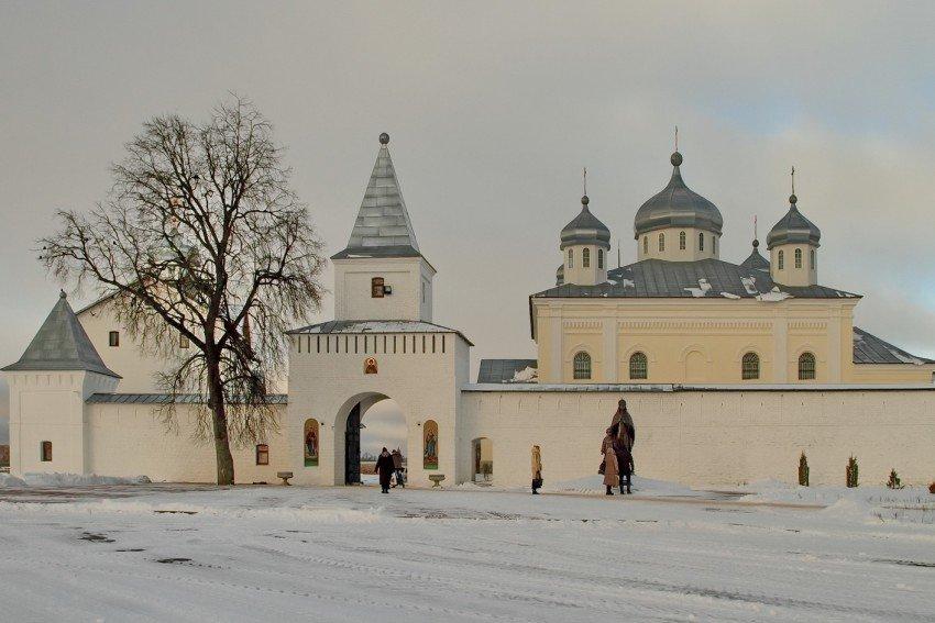 Свято-Георгиевский Мещовский мужской монастырь (Калужская область)