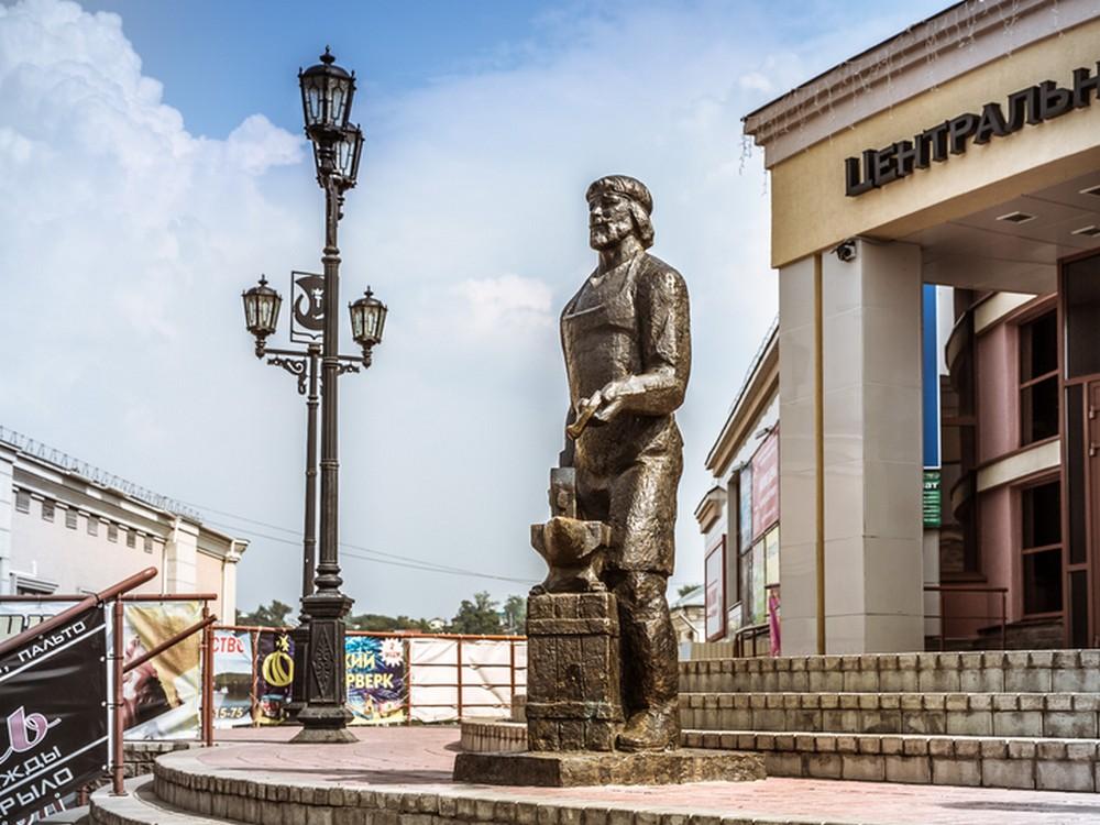 Памятник Павловскому кузнецу (Павлово)