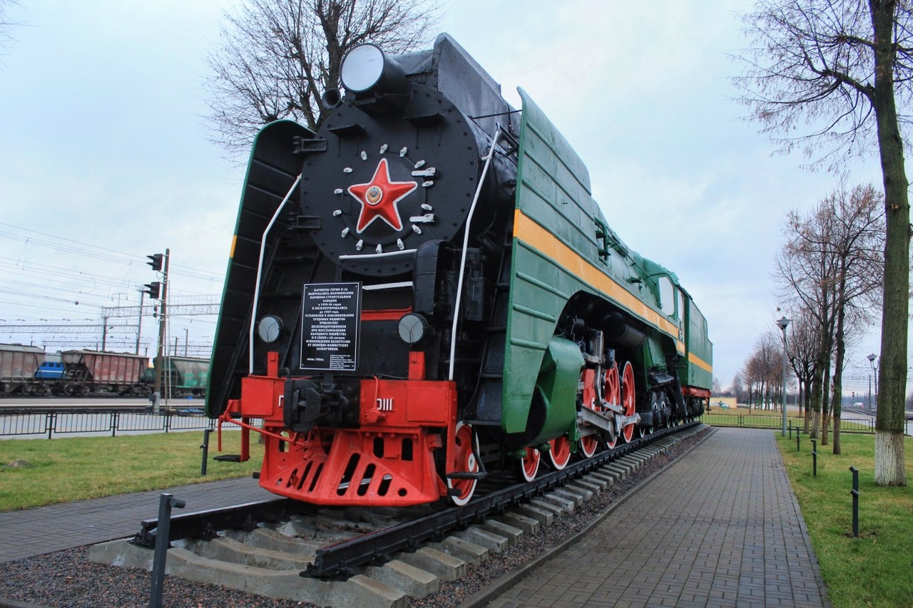 Памятник паровозу П36−0111 (Орша)