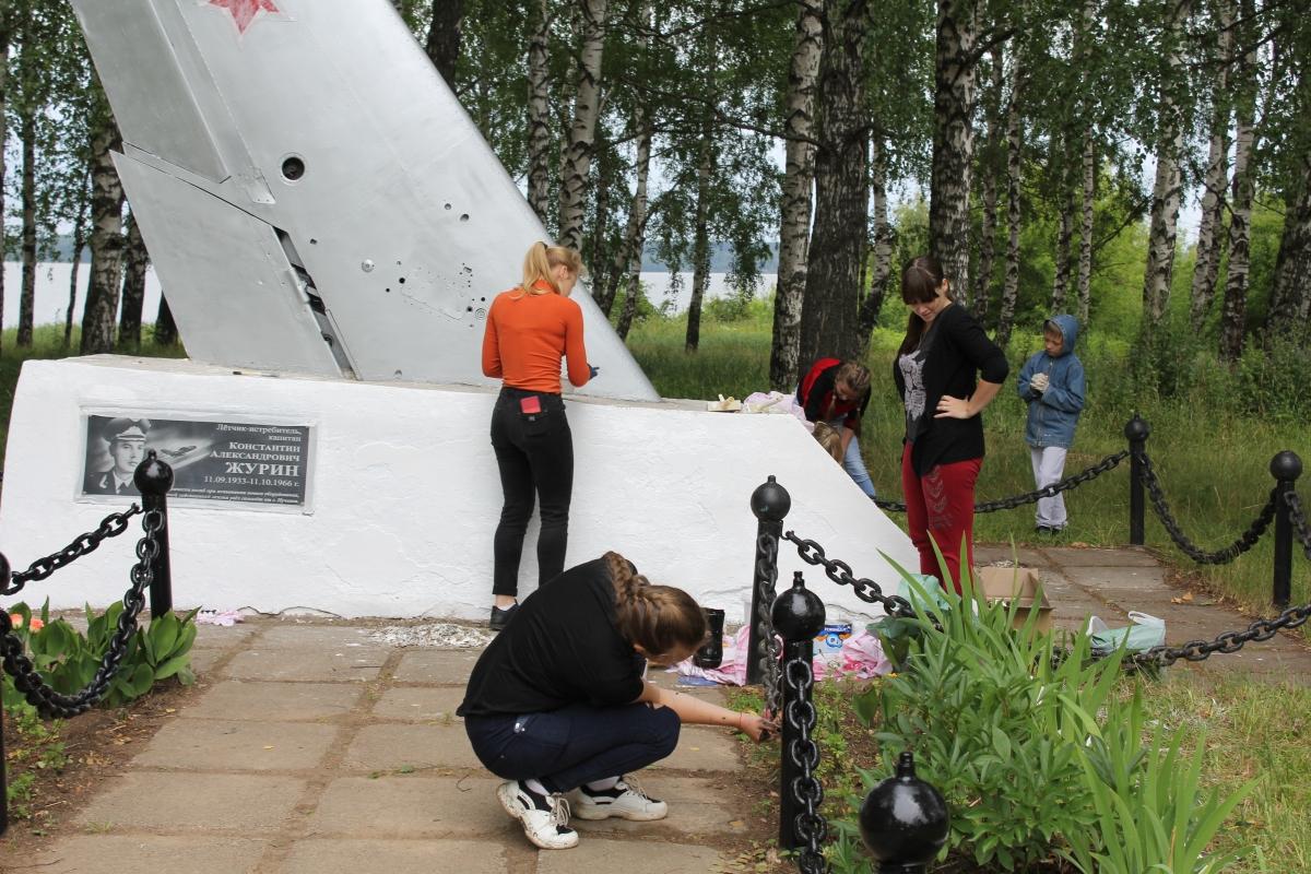 Памятник летчику Журину (Пучеж)